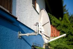 TV aus dem Weltall oder der Erde? Kabel-Receiver gegen Satelliten-Fernsehen